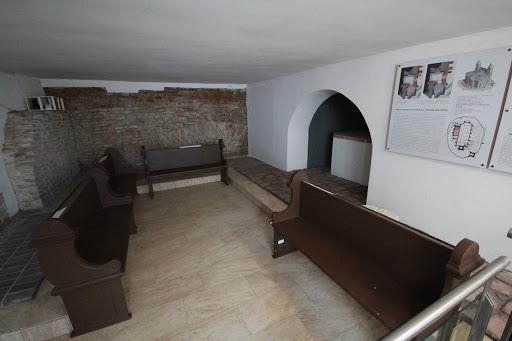 Vykopané priestory modlitebnej siene, v ktorej sa konala debrecínska synoda v roku 1567